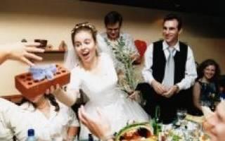 Поздравление молодоженам от мамы невесты оригинальное. Поздравление от мамы. Торжественная речь родителей молодым при вручении подарка